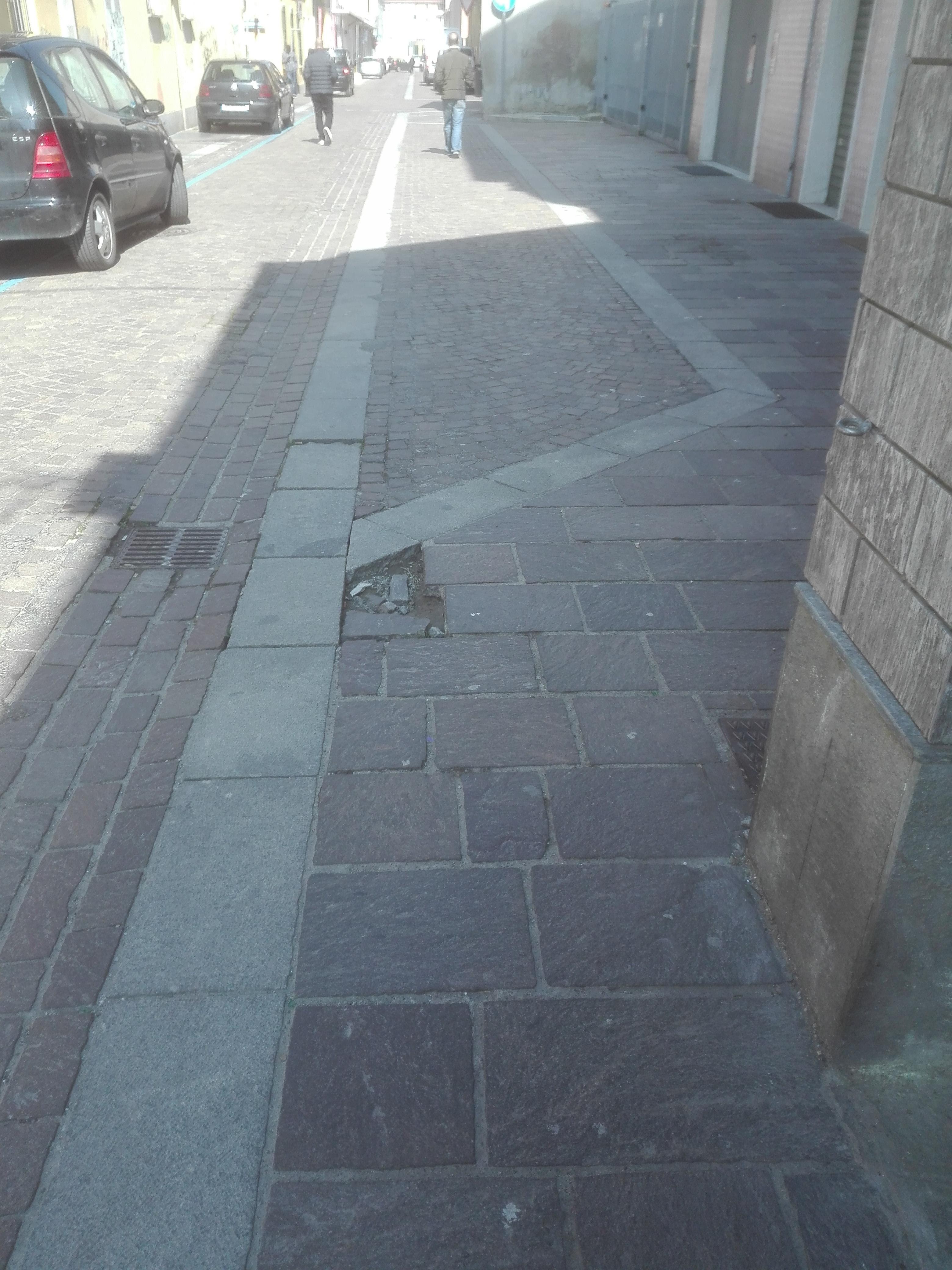 Parcheggio selvaggio e strade dissestate - Città Futura on line