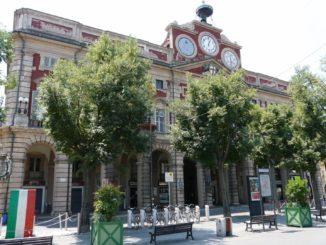 https://upload.wikimedia.org/wikipedia/commons/3/39/Alessandria-municipio1.jpg