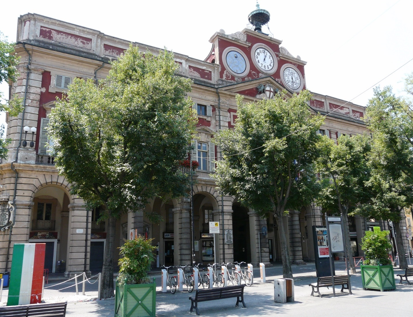 https://upload.wikimedia.org/wikipedia/commons/3/39/Alessandria-municipio1.jpg